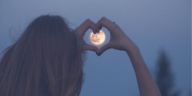 Conoce el poderoso efecto del agua lunar