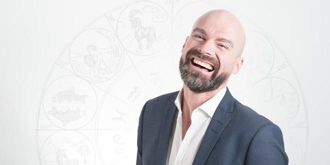 Comprende qué inspira y motiva a tu jefe con la ayuda de un astrólogo profesional