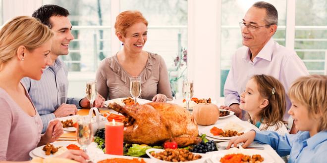Gratitud en el día de Acción de Gracias: Cómo un feriado no romántico puede fortalecer tu relación
